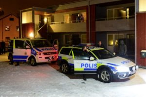 Swedish police stand by police cars outside a house used as a temporary shelter for asylum seekers in Boliden in northeastern Sweden on November 19, 2015, after police raided the house. A man believed to be suspected of planning terror attacts in Sweden has been arrested, Swedish Security Service (SAPO) confirms. Swedish media had published the photo of the alleged suspect, Mutar Muthanna Majid, reporting that he has fought alongside 'Isis' in Syria. AFP PHOTO / TT NEWS AGENCY / ROBERT GRANSTROM +++ SWEDEN OUT +++ / AFP / TT NEWS AGENCY / ROBERT GRANSTROM/TT AND ROBERT GRANSTROM